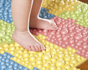 symptoms of flat feet in children